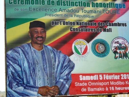 Une vidéo sur les chasseurs maliens lors de la remise de médaille à ATT