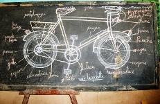 Le vélo dessiné par l'enseignant pour dispenser son cours