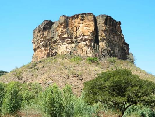 Kamadjan koulou la colline de Kamadjan) à Siby